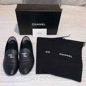 Chanel Black G32948 Lambskin CC Logo Loafers (40)